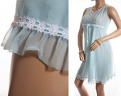 Beautiful floaty sheer double layer soft aqua blue nylon and delicate white lace detail 60's vintage knee length nightdress nachthemd - 3355