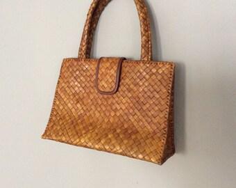 Woven brown metal clasp purse handbag