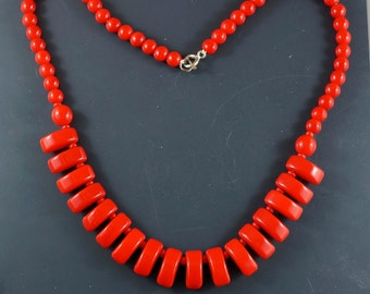 VINTAGE CZECH GLASS necklace. red graduated fringe necklace.  for repair  No.001115