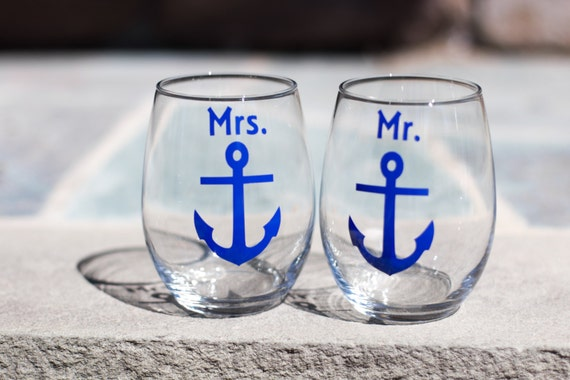 Mr. and Mrs. boat anchor stemless wine glasses, nautical themed wine glasses for bride and groom wedding, navy blue. Couples christmas gift