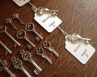 Keys to Happiness - Skeleton Key Wedding Favors 60 Silver Skeleton Keys & 60 White Tags - Wedding Skeleton Keys Favour Escort Card Keys