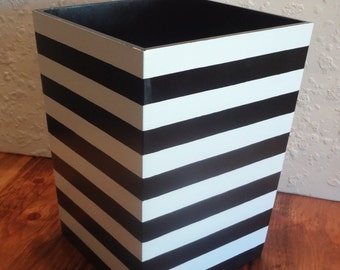 Black and White Striped Wastebasket - Horizontal Stripes - Striped Trashcan - Bathroom Waste basket - Bedroom Decor - Wooden Trashcan