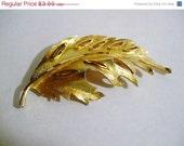 50% CLEARANCE SALE CLEARANCE-Vintage Brushed Gold Tone Bsk Carved Leaf Brooch