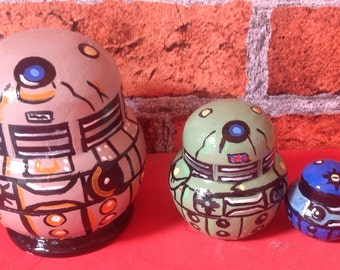 Doctor who DALEK 4 piece hand painted nesting dolls