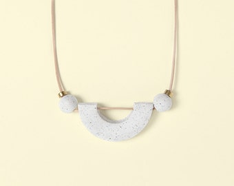 Necklace by Depeapa - Materia#02 - White granite