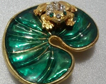 Vintage Figural FROG on Enamel Lily Pad Brooch Pin