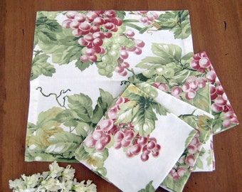 "5 Vintage Napkins, Grapes, Leaves and Vines Print, Heavy Cotton, 12.5"" x 11.5"""