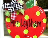 Apple Door Hanger, Teacher Gifts, Back To School Door Hanger, Teachers Classroom, Personalize, Welcome Sign,
