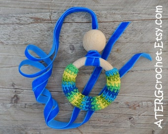 Teething ring necklace 'green/blue' by ATERGcrochet