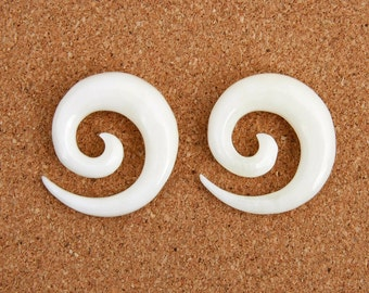 A Pair of Organic Spiral Carved Bone Earrings, Hanging Ear Plugs 8mm - BP-035