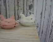 Dollhouse Miniature Shabby Chic Farmhouse Vintage Style Vintage White Metal Sitting Hen Ornament Statuette
