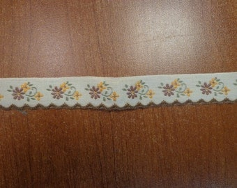 """Vintage (1970s) 7/8"""" Wide Trim, Yellow and Brown Flowers on Off-White Background"""
