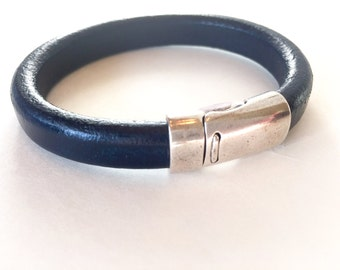 Leather Bracelet, Bangle, Navy blue, Licorice leather, Silver Magnetic clasp, Jewelry, Regaliz Greek