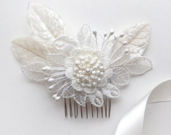 White Lace and Velvet Comb - Bridal Flower Hair Accessory - Bride Bridesmaid - Vintage Wedding