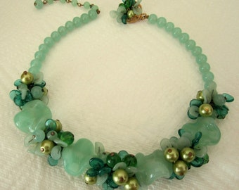 Beautiful rare art glass floral garland necklace. art glass jewelry. green necklace. garland necklace