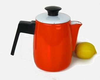 Red enamel coffee pot, mid century kitchen, bakelite handle, 50s-60s eyecatcher