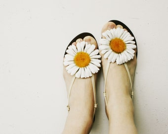 Large (9 cm) Leather Daisy Flower Shoe Clips