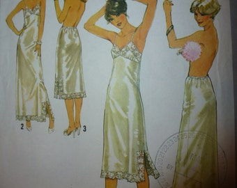 Simplicity Pattern 8862  Misses' Slips and Half-Slips  Size 14