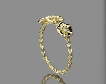 14KT Yellow Gold Three Flower Band with Accent Diamonds