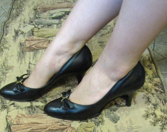 ON SALE!! Ultra Elegant 1950's Stiletto Heeled Pumps Size 7.5