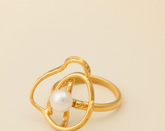 Hand made Silver gold plated ring with fresh water pearl