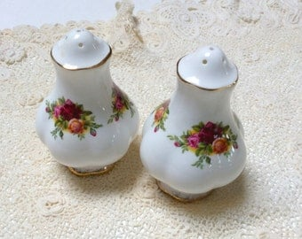 Royal Albert China, Old Country Roses, Bone China Salt and Pepper Shakers, Mint Condition