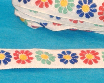 Vintage Jaquard Daisy Chain on White - 22mm - BTY - Red, Blue, Green Daisy - Destash