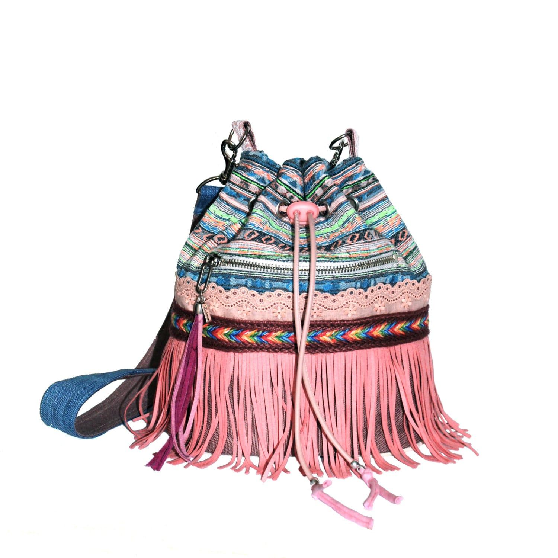 ibiza seau sac rose et bleu avec frange aztec ethnique. Black Bedroom Furniture Sets. Home Design Ideas