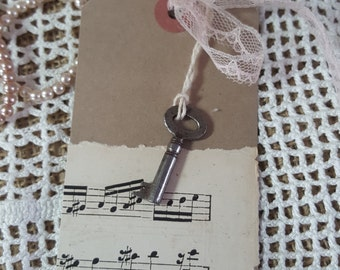 Kraft Gift tag with vintage key, hessian flower and vintage sheet music, vintage and rustic, with or without lace ribbon