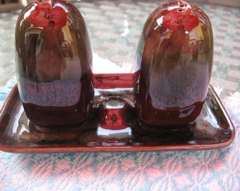 Salt and pepper shakers from Céramique de Beauce.