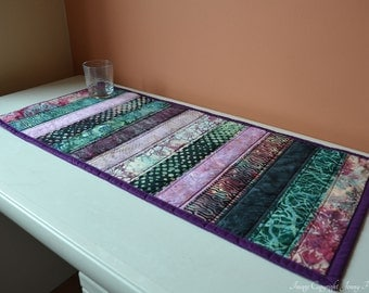 Purple batik table runner. Quilted table runner Hoffman Bali Batiks. Batik fabric table decor, purple & green decor, purple table topper UK