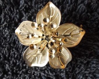 Vintage  Silvertone Floral  Brooch  Pin CL20-46