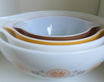 Vintage 1960s  Pyrex Town and Country  Cinderella  Mixing Bowl / Nesting Bowl  Set of Four** Epsteam