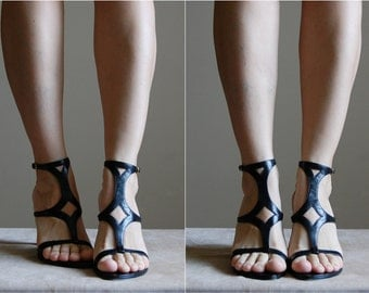 90s gladiator heels / black leather strappy geometric heels