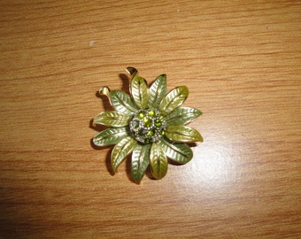 Vintage Green Flower Leaf Pin Brooch Sparkly Center Jewelry