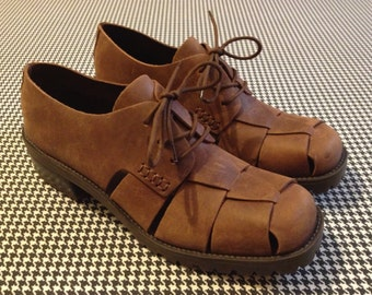 1990's, woven, leather panel, oxfords, with stacked wook, chunk heels, and rubber, lug soles, Women size 8 M