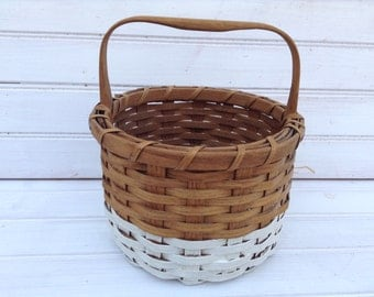 Paint-Dipped Round Basket Woven White Stripe / Natural / Shabby Chic Home Decor & Storage (CB004)