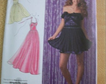 Simplicity 2439 Misses (Size D5, 4,6,8,10,12) and P5 12,14,16,18,20) dresses in three lengths UNCUT PATTERN