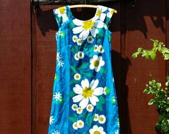 1960's Hawaiian Dress • Made in Hawaii/International Marketplace Waikiki