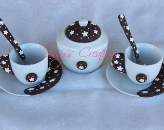 2 coffee cups with decorative sponge stars
