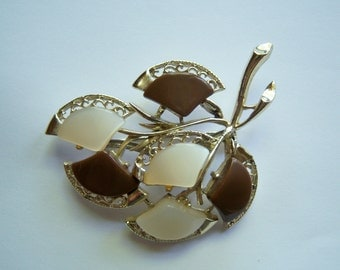 Large Thermoset Leaf Brooch In Brown And White.