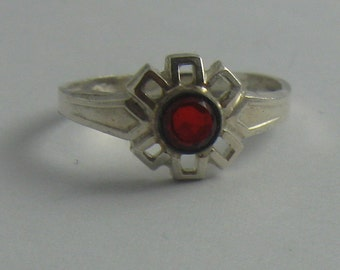 Enchanting, old children ring / silver ring (silver Ag 835) with bright garnet red stone (synthetic stone or glass). Probably 1960s. VINTAGE