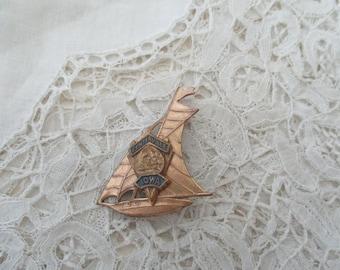 Vintage Iowa brooch