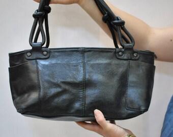 Vintage LEATHER shoulder bag...(064)