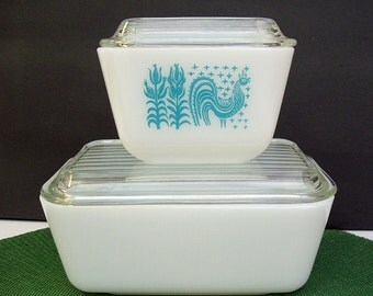 Vintage 1950's-1960's PYREX Refrigerator Dishes – Amish Butterprint Rooster in Turquoise – 1 1/2 Pint and 1 1/2 Cup – Lids – 501 and 502 -