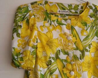 S - M - Fun Summer Cotton Crop Top - 70s Blouse Novelty Shirt - Yellow Green Floral Vegetable Print - Shirt - Japanese Vintage