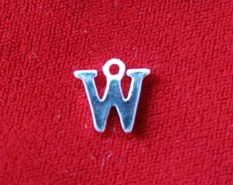 "10pc ""W"" charms in silver style (BC675)"