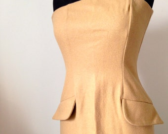 Dress in camel wool cloth.