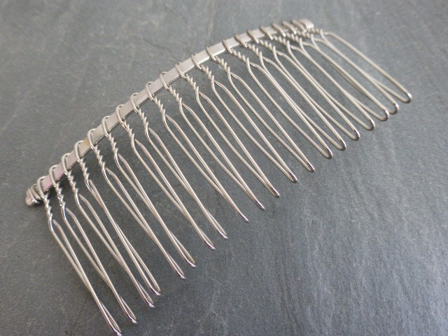 2 x metal hair combs in silver tone twists 77mm x 38mm craft