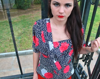 Vintage flowery blouse. Size M-L. Eighties style.